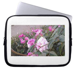 Rosas no jardim capas para laptop