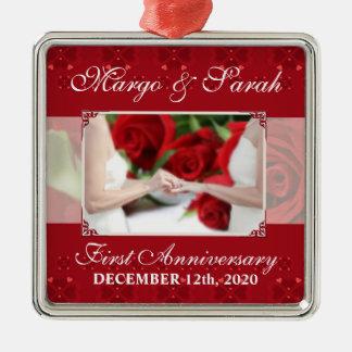 Rosas vermelhas do aniversário do casamento alegre ornamento quadrado cor prata