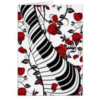 Rosas vermelhas e chaves do piano cartões