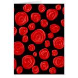 Rosas vermelhas românticas no fundo preto cartão de nota