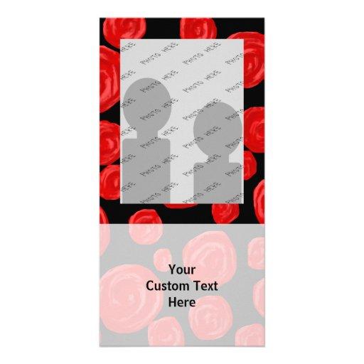Rosas vermelhas românticas no fundo preto cartões com foto personalizados