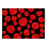 Rosas vermelhas românticas no fundo preto. Costume Cartão