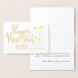 Roteiro moderno da caligrafia do feliz ano novo cartão metalizado