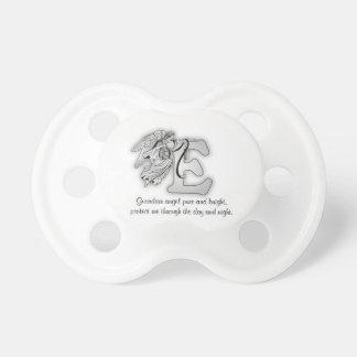 Rotule o preto da inicial do alfabeto do monograma chupeta para bebê