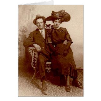 Roupa do vintage do casal da foto do aniversário cartão comemorativo