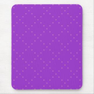 Roxo com bolinhas cor-de-rosa em uma grade do mouse pad