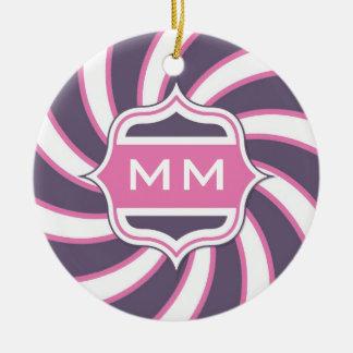 Roxo espiral retro do rosa quente do monograma ornamento de cerâmica redondo