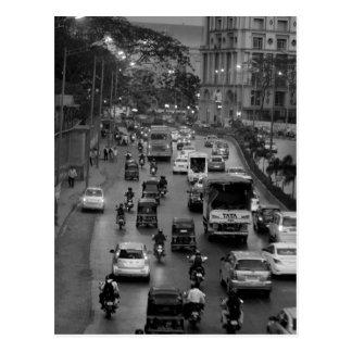 Rua de B&W Mumbai Cartão Postal