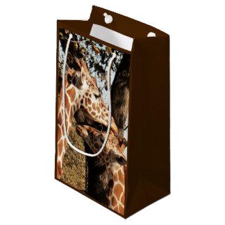 Saco do presente de dois girafas sacola para presentes pequena