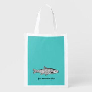 Sacola Ecológica Apenas um saco de compra ordinário dos peixes