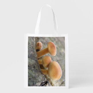 Sacola Ecológica Toadstools em um saco reusável do tronco de árvore