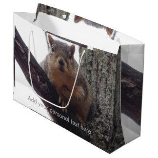 Sacola Para Presentes Grande Esquilo que olha seu saco do presente