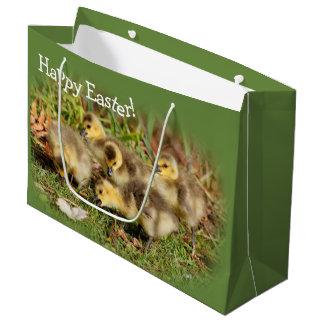 Sacola Para Presentes Grande Gansos adoráveis de Canadá do bebê na grama