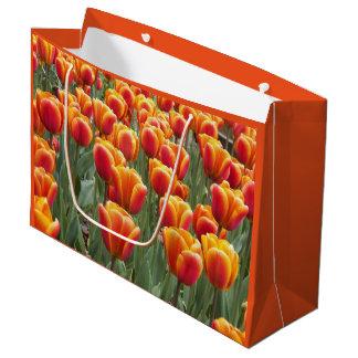 Sacola Para Presentes Grande Jardim alaranjado da tulipa floral