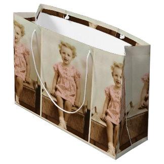 Sacola Para Presentes Grande Menina loura pequena do vintage no saco