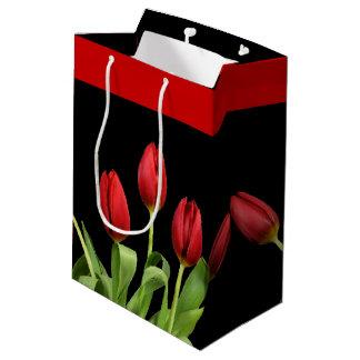 Sacola Para Presentes Média As tulipas vermelhas escolhem a cor de acento