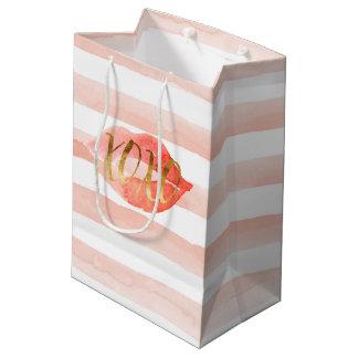Sacola Para Presentes Média Cora o beijo cor-de-rosa da aguarela do ouro XOXO
