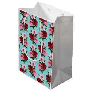Sacola Para Presentes Média flores rosas vermelha na luz da cerceta