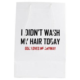 Sacola Para Presentes Média Não lavou o deus do cabelo ama-me