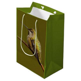 Sacola Para Presentes Média O colibri de Anna no escarlate de Trumpetvine