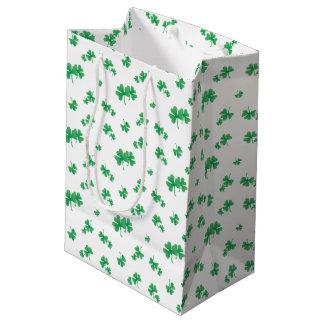 Sacola Para Presentes Média Teste padrão irlandês verde do trevo do inclinação