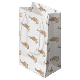 Sacola Para Presentes Pequena Carpa de Koi Nishikigoi que mergulha abaixo do