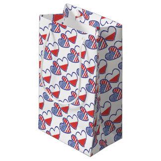 Sacola Para Presentes Pequena Corações da bandeira do Polônia dos EUA