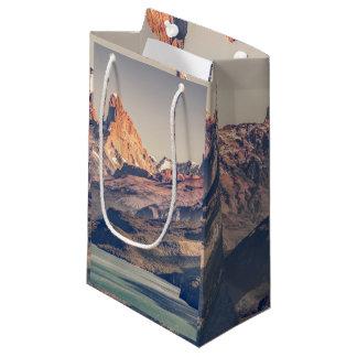 Sacola Para Presentes Pequena Fitz Roy e montanhas de Poincenot Andes -