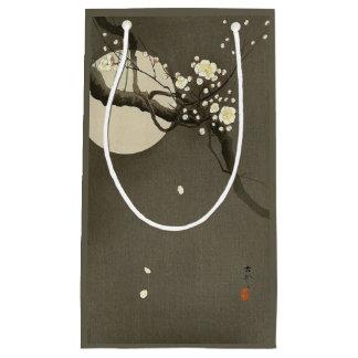 Sacola Para Presentes Pequena Flores da ameixa na noite pelo vintage de Ohara