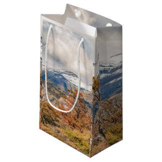 Sacola Para Presentes Pequena Floresta e montanhas nevado, Patagonia, Argentina