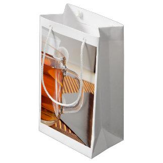 Sacola Para Presentes Pequena Grande caneca de vidro transparente com fim do chá