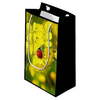 Sacola Para Presentes Pequena Joaninha amarelo do vermelho da boa sorte da flor