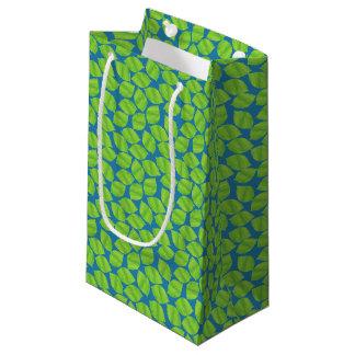 Sacola Para Presentes Pequena Limões verdes frutados no fundo azul a