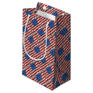 Sacola Para Presentes Pequena Pintura vestida rachada patriótica da bandeira
