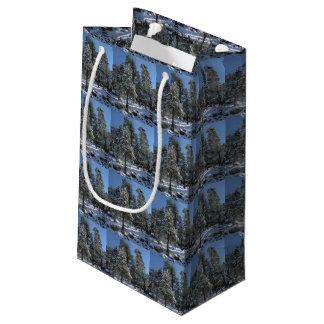 Sacola Para Presentes Pequena Saco nevado do presente do Natal dos pinheiros