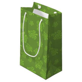 Sacola Para Presentes Pequena Teste padrão do verde da tartaruga de Swirly