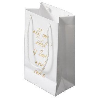 Sacola Para Presentes Pequena Tudo que você precisa é amor & bolo