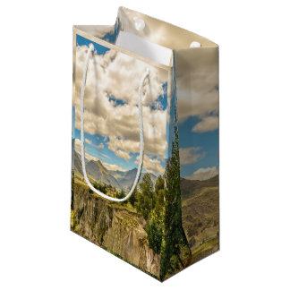 Sacola Para Presentes Pequena Vale e montanhas Latacunga Equador da escala de