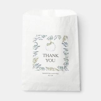 Sacolinha As bolsas brancas do favor dos doces da abóbora
