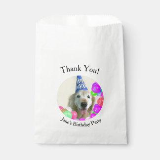 Sacolinha Cão do golden retriever com aniversário dos balões