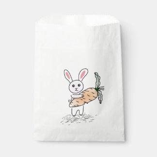Sacolinha Coelho com uma cenoura
