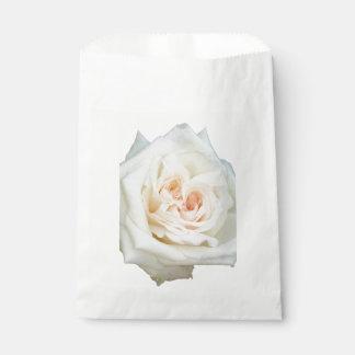 Sacolinha Feche acima da opinião um rosa branco bonito