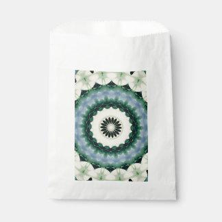 Sacolinha Mandala da flor branca e do azul Cerulean