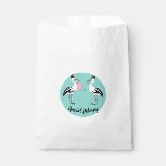Sacolinha O bebê da entrega especial revela as bolsas do