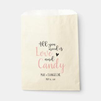 Sacolinha Tudo que você precisa é amor e os doces coram rosa