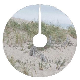 Saia Para Árvore De Natal De Poliéster Cerca da praia nas dunas de areia