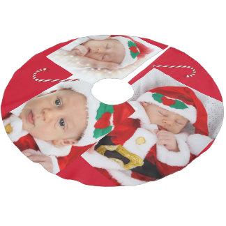 Saia Para Árvore De Natal De Poliéster Imagens da família e saia da árvore do bastão de