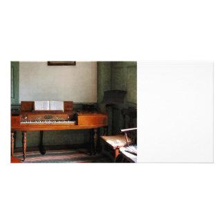Sala da música com piano cartões com fotos