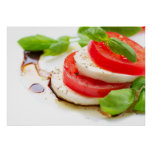 Salada de Caprese. Fatias do tomate e da mussarela Posteres