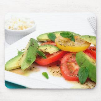 Salada e azeitonas do abacate mouse pad